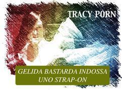 Gelida Bastarda indossa uno strap-on