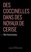 Des coccinelles dans des noyaux de cerise
