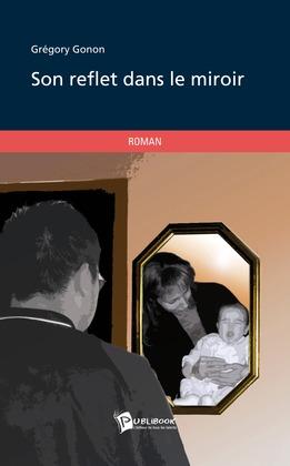 Son reflet dans le miroir