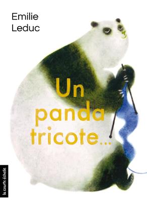 Un panda tricote